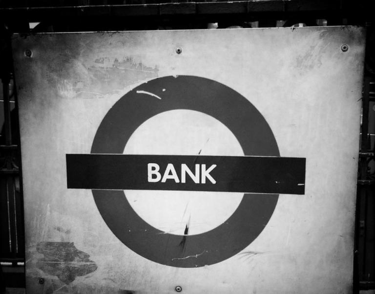 Encadrer le droit pour protéger le consommateur: l'exemple du contrat de compte bancaire (I)